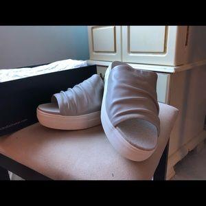 J/Slides Alura sz 6.5 Grey